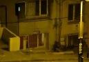 Polis, evlerin camlarını kırıp içeriye gaz bombası atıyor!
