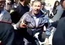Polis görsn niy qoymur ermni bayrağı yandırmağa