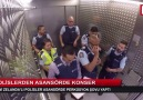 Polisler asansörde müzik yaptı