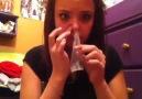 Prezervatifi Burnuna Sokup Ağzından Çıkaran Kız