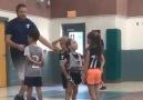 Savunma yapmayı çok yanlış anlayan minik basketbolcu