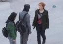 Sokak ortasında kız arkadaşıyla birbirine girdi..