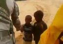 Somali de görev yapan askerlerimizin yerli çocuklarla diyaloğu