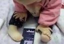 Teknolojiye Ayak Uyduran Bebek