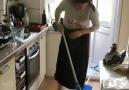 Temizlik yapan anne kızıyla ne konuşur
