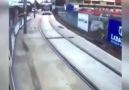 Trene makas atan İzmit genci