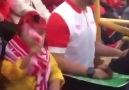 Tribün Haber - Görme engelli oğluna maçı dokunarak...