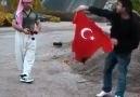 Türk bayrağını yakan şerefsizler