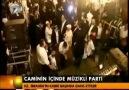 Yahudiler İbrahim Camiinin içinde müzikli parti düzenlediler