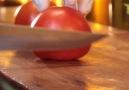 Yaptığımız her işe aşk katıyor domateslerimizi de özenle doğruyoruz.