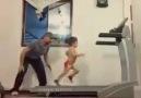 3 Yaşındaki Kızın Koşu Bandı Performansı