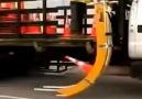 Yollarda kullanılan dubalar için tasarlanan toplama ve döşeme sistemi.