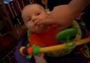 Bebeğin patlayan şekerle ilk tanışması xD